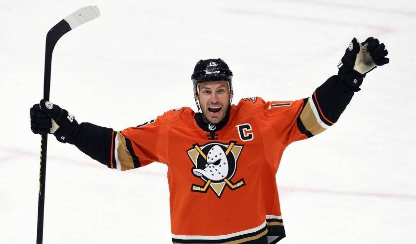 Ryan Getzlaf returns to Ducks on one-year contract