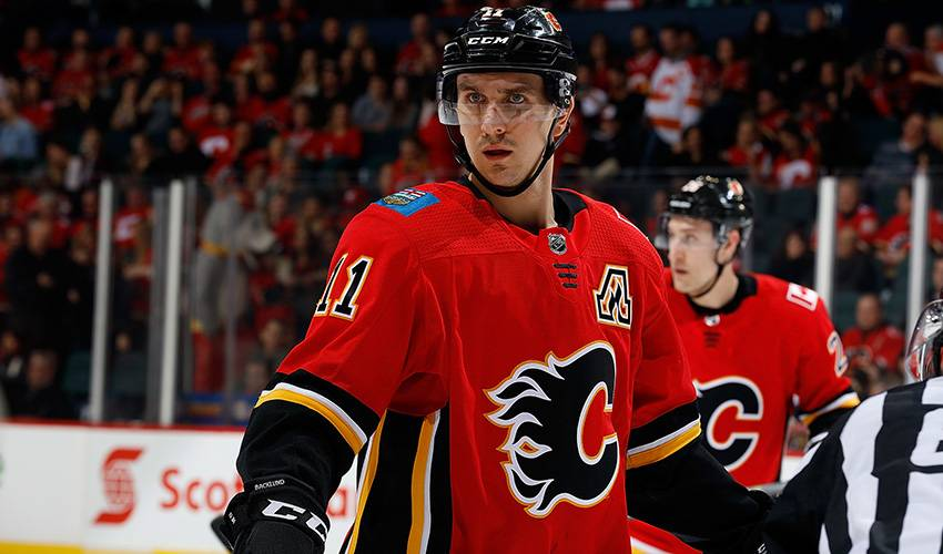 Centre Mikael Backlund signs six-year contract to stay with Calgary Flames