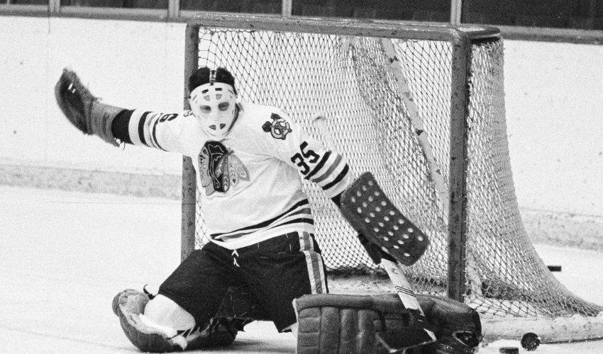 Blackhawks legend and Hall of Fame goaltender Tony Esposito dies at 78