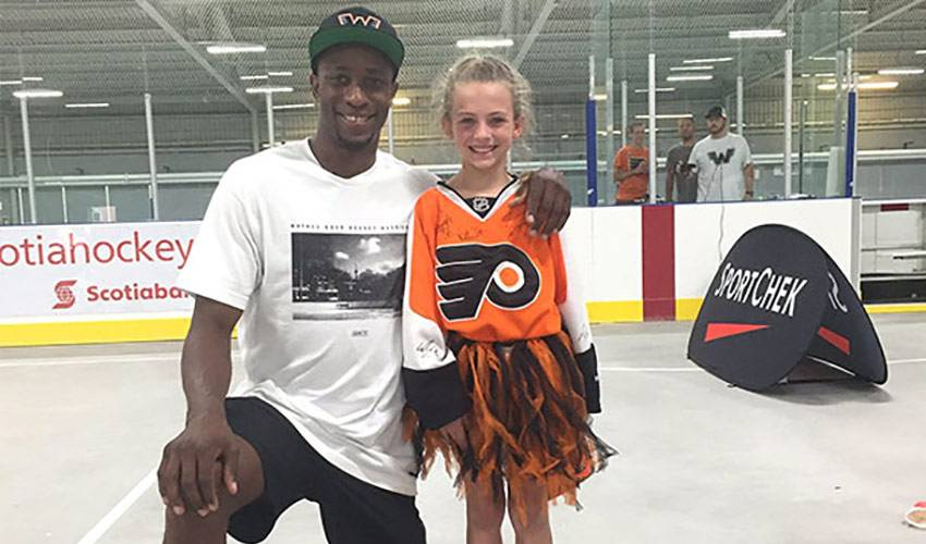 Wayne Simmonds Making Hockey Dreams Come True Nhlpa Com