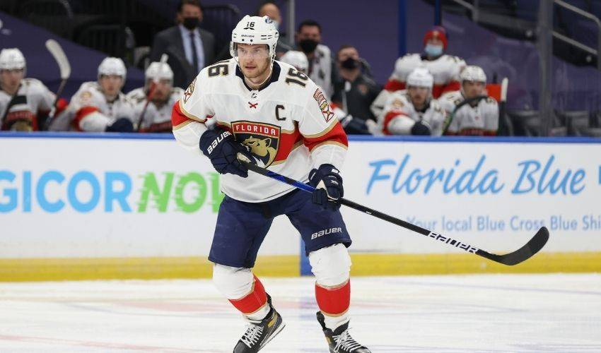 All in: Panthers, Barkov agree on 8-year, $80M extension