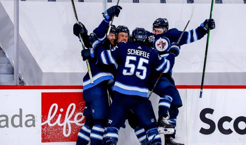 Connor scores in triple overtime as Jets dispatch Oilers in four straight