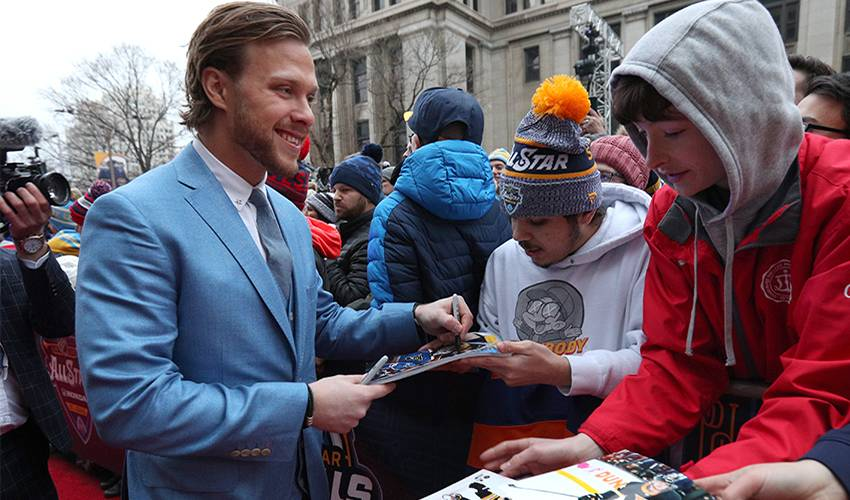 With social distancing top of mind, Pastrnak still connecting with fans