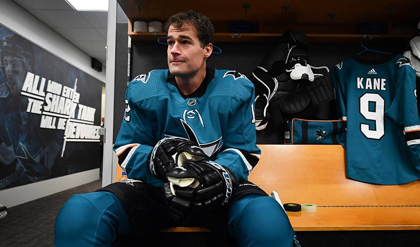 Marleau back in Sharks fold for 1,500th game in teal