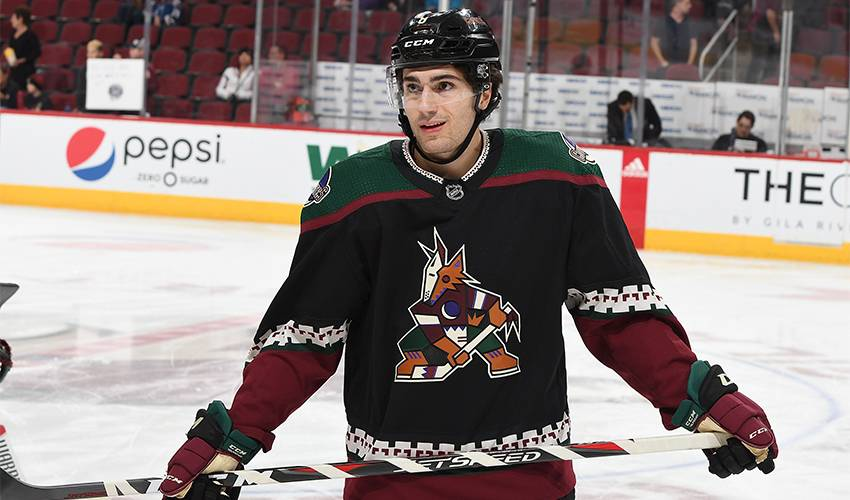 Coyotes sign Schmaltz to 7-year contract extension