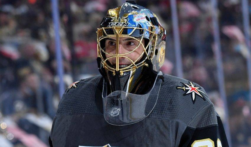 'Hey Chicago': Fleury commits to playing for Blackhawks