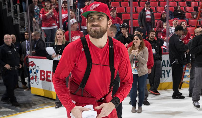 Red Wings star Henrik Zetterberg calls it a career