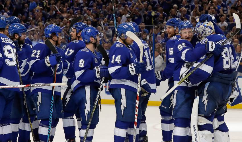 Kucherov, Lightning beat Devils 3-1, end first-round series