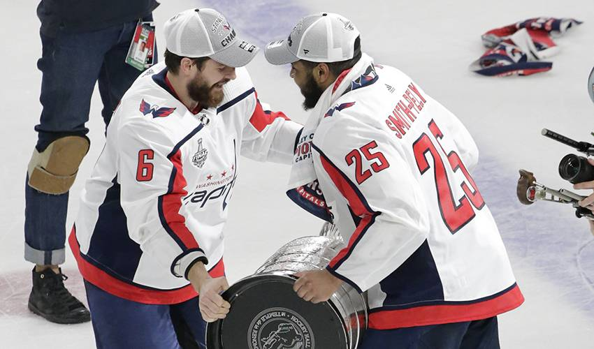 Capitals re-sign Smith-Pelly, agree to terms with Kempny