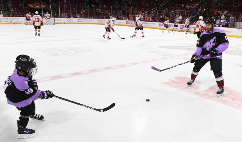 Hinostroza draws inspiration from new friend, Leighton