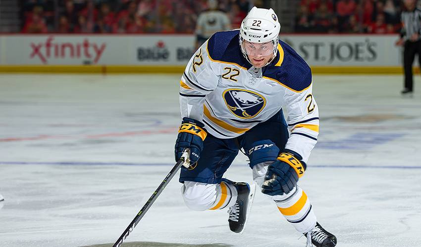 F Johan Larsson re-signs with Buffalo Sabres
