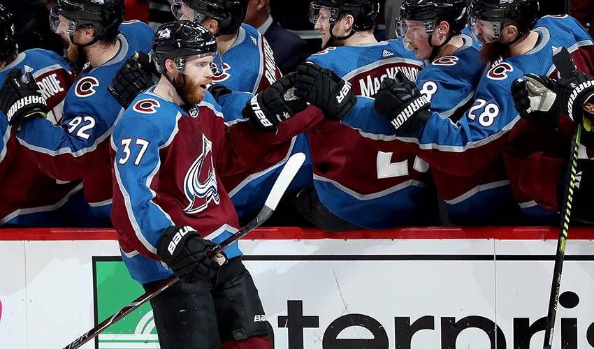 Avalanche forward J.T. Compher signs four-year deal