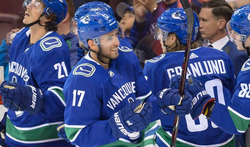 Vancouver Canucks sign Josh Leivo to one-year extension
