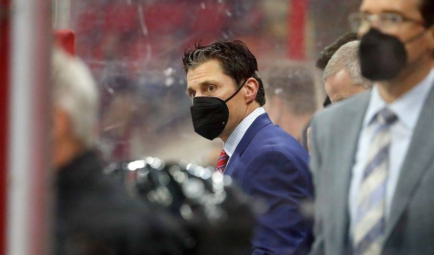 Hurricanes extend Brind'Amour, who wins coach of year honors
