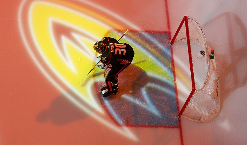 Anaheim Ducks re-sign goalie Ryan Miller for another season