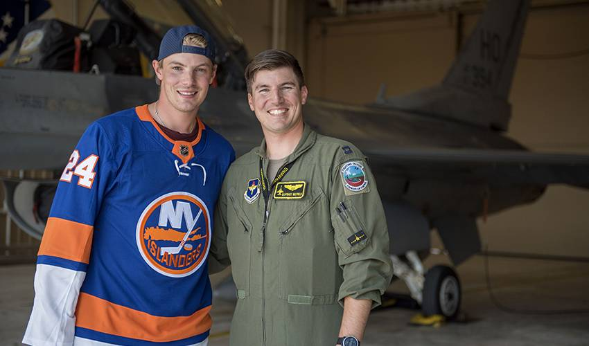 Scott Mayfield reaches new heights and speed alongside brother on F-16 trip