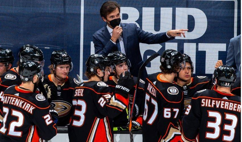 Ducks GM Murray, coach Eakins to return after dismal season