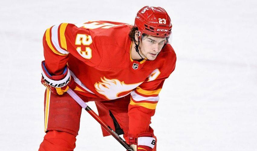 Flames' Sean Monahan done for season with hip injury requiring surgery