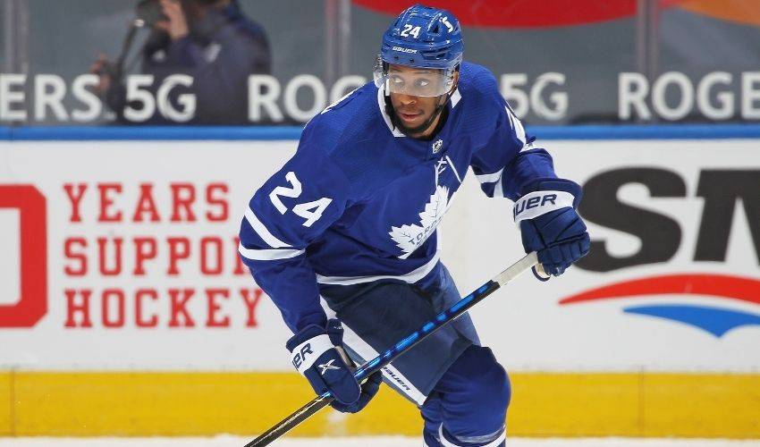 Wayne Simmonds signs two-year contract extension with Toronto Maple Leafs