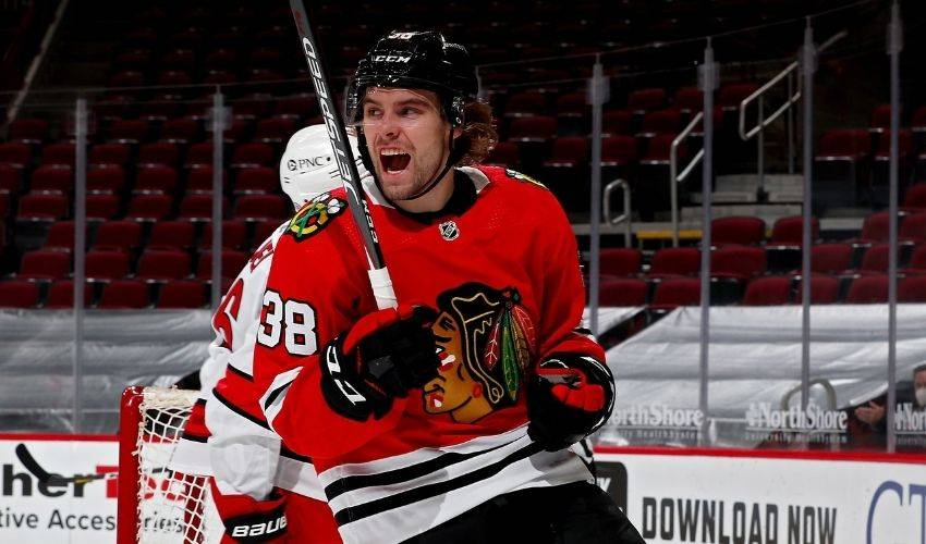 F Brandon Hagel agrees to 3-year contract with Blackhawks