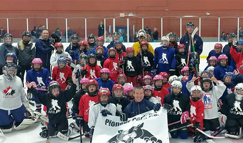Goals & Dreams Donates to Pioneer Park Hockey Program