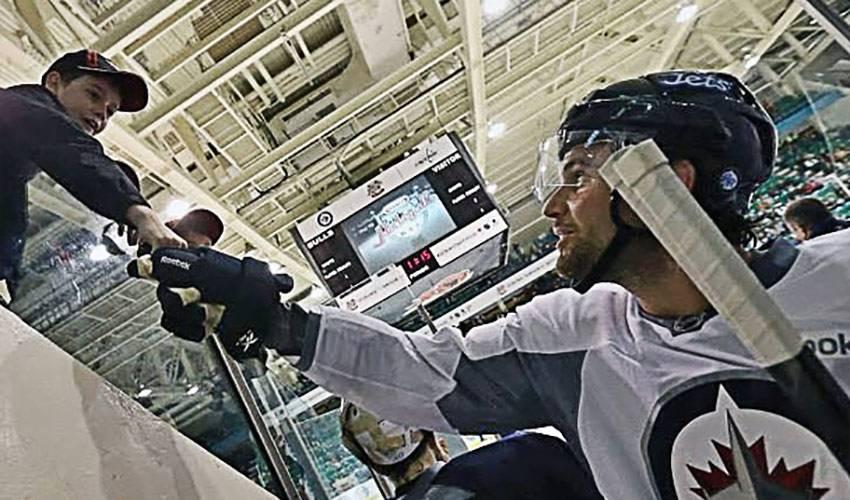 NHLPA Members Take Part In Kraft Hockeyville 2013